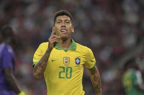 Firmino em campo pelo Brasil (Foto: AFP)
