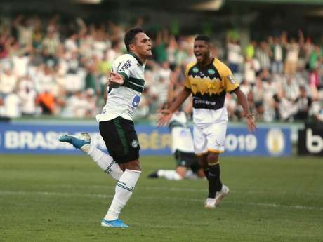 Robson marcou o gol da vitória do Coritiba diante do Criciúma (Foto: Coritiba)