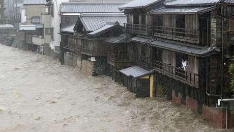 Chuvas torrenciais provocaram um aumento no nível de água de vários rios