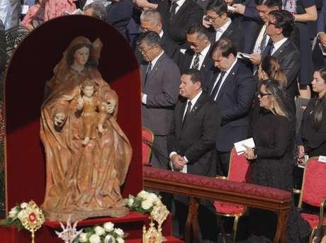 Vice-presidente Hamilton Mourão participa de cerimônia de canonização de Irmã Dulce; também integram comitiva presidentes do STF, da Câmara e do Senado