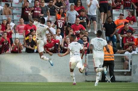 Bruno Henrique marcou os dois gols do Rubro-Negro na vitória sobre o Furacão (Foto: Alexandre Vidal/Flamengo)