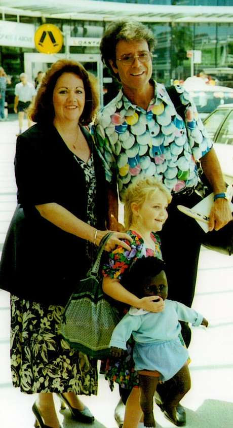 Marie McCreadie com o cantor Cliff Richard.
