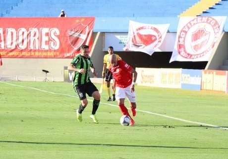 No primeiro turno, as equipes ficaram no 1 a 1 no Serra Dourada (Foto: Douglas Monteiro/Vila Nova FC)