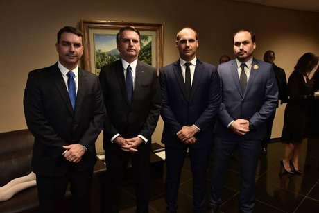 Flávio, Jair, Eduardo e Carlos Bolsonaro já protagonizaram embates com membros do PSL