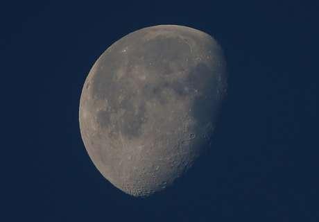 Lua Minguante vista de Totalan, na Espanha