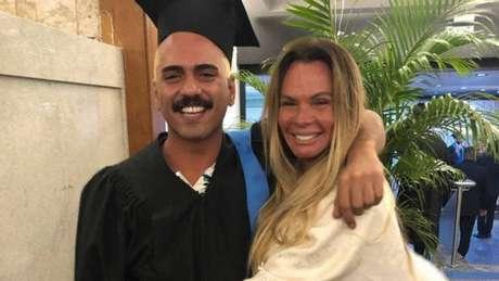 Alexandre Mortágua ao lado de sua mãe, Cristina Mortágua (Reprodução/ Instagram)