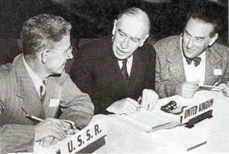 Keynes e o representante soviético na fundação do FMI (1944).