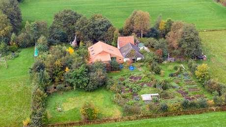 Segundo vizinhos, grupo vivia dos vegetais cultivados na fazenda