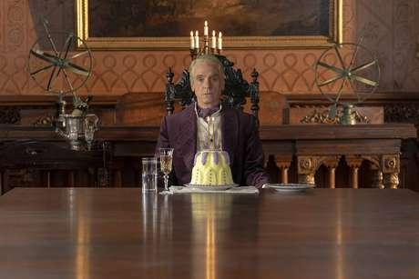 Jeremy Irons, como Ozymandias, o grande vilão da história