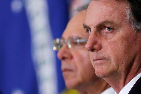 Presidente Jair Bolsonaro ao lado do ministro da Economia, Paulo Guedes