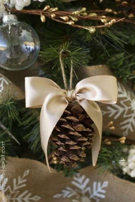5. Pinhas ajudam a dar um acabamento especial com enfeites para árvore de Natal – Foto: My Amazing Things