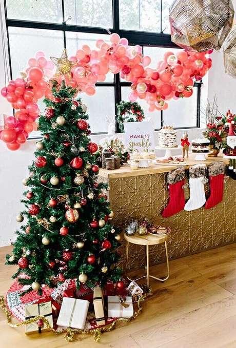 37. Enfeites para árvore de Natal com decoração tradicional – Foto: Party With Lenzo