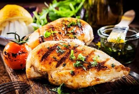 Veja os erros que você comete na hora de fazer frango