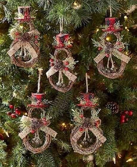 46. Kit enfeites para árvore de Natal com decoração rústica – Foto: LTD