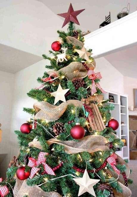 47. Fitas decorativas também podem ser usadas como enfeites de árvore de Natal – Foto: Pinterest