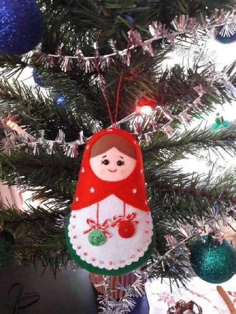 48. Matrioskas para dar um toque diferentes na escolha de enfeites para árvore de Natal em feltro – Foto: Neiman Marcus
