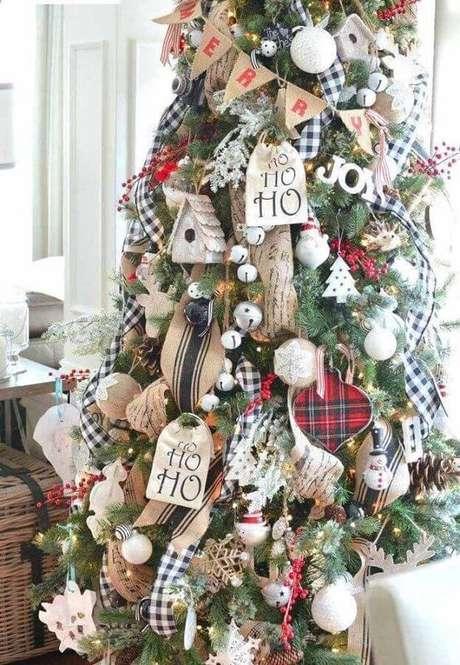 52. Modelos diferentes de enfeites de árvore de Natal – Foto: Archzine