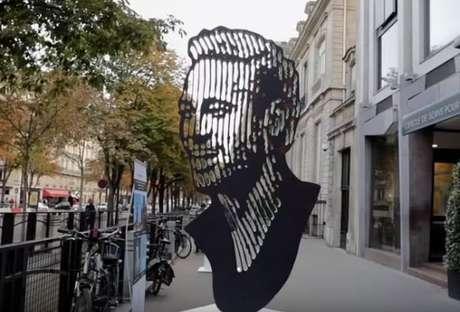 Escultura de Neymar será exposta em Paris até o dia 14 de novembro (Foto: Reprodução)