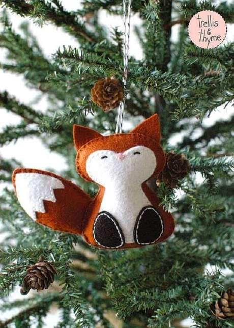 53. Linda e delicada raposinha como enfeites para árvore de Natal em feltro – Foto: Trellis & Thyme