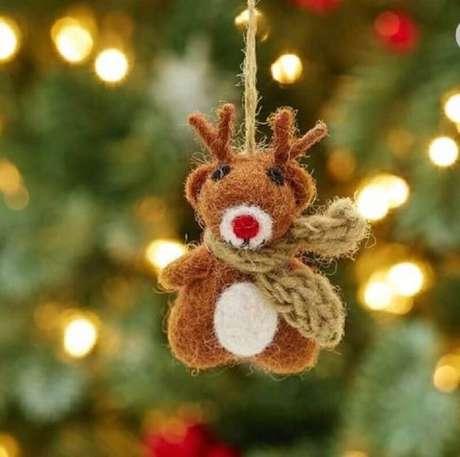 55. Linda reninha feita de enfeites para árvore de Natal – Foto: Etsy