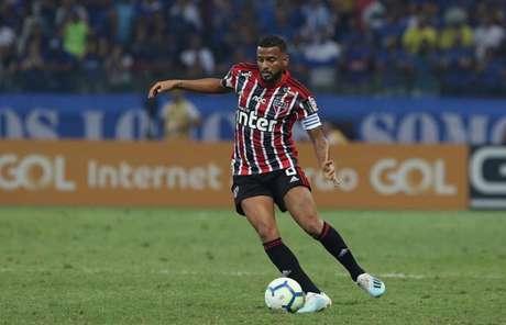 Reinaldo desfalcará o Tricolor no próximo domingo, contra o Avaí, no Morumbi (Foto: Rubens Chiri/saopaulofc.net)