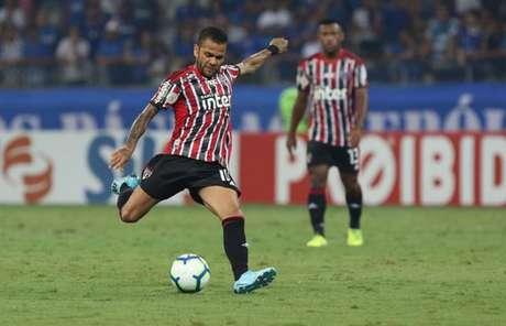 Dani Alves foi um dos poucos que finalizou pelo São Paulo na última quarta-feira (Foto: Rubens Chiri/saopaulofc.net)
