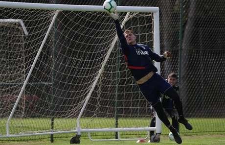Lucas Perri ficou afastado por conta de lesão após retornar do Crystal Palace (Foto: Rubens Chiri/saopaulofc.net)