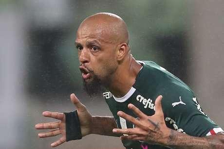 Felipe Melo, do Palmeiras, comemora seu gol nos acréscimos da partida contra a Chapecoense, válida pela 26ª rodada do Campeonato Brasileiro 2019, no Allianz Parque, na zona oeste de São Paulo, nesta quarta-feira, 16. O Palmeiras venceu por 1 a 0