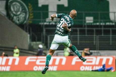 Felipe Melo marcou o gol da vitória palmeirense.