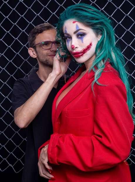 O beauty artist Anderson Natio fez a maquiagem de Carol Narizinho