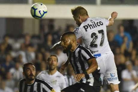 Sasha fez o primeiro gol do Santos (Ivan Storti/SFC)