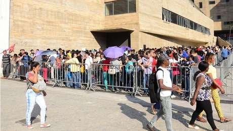 Trabalhadores procuram emprego em mutirão no centro de São Paulo: 26% dos desempregados procuram vaga há mais de dois anos
