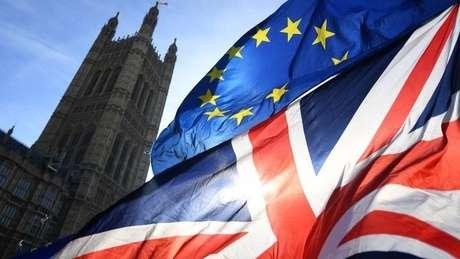 O texto garante os direitos dos cidadãos da União Europeia residentes no Reino Unido e dos britânicos que vivem na União Europeia