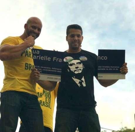 Quando ainda eram candidatos, o deputado federal Daniel Silveira(à esquerda)e o deputado estadual Rodrigo Amorim, ambos do PSL-RJ, quebraram uma placa que homenageava a vereadora Marielle Franco (PSOL), assassinada em março de 2018