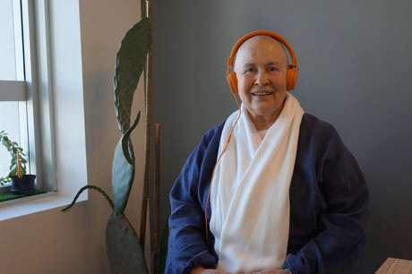 Monja Coen ensina sobre meditação Zazen em podcast com dez episódios.