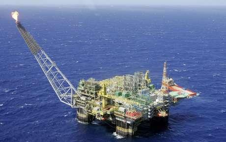 Plataforma de petróleo na Bacia de Campos (RJ)  28/11/2007 REUTERS/Bruno Domingos