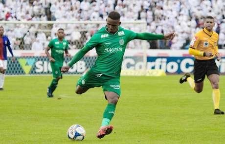 Com oito gols marcados na temporada, Diego Cardoso não vem sendo relacionado (Foto: Letícia Martins/Guarani)