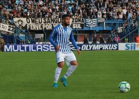 Titular da lateral direita do Avaí, Léo espera grande atuação do time no Morumbi (Foto: Divulgação/Avaí)