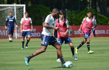 Jucilei mais uma vez teve boa participação em jogo-treino e pode ser relacionado (Foto: Érico Leonan/saopaulofc.net)