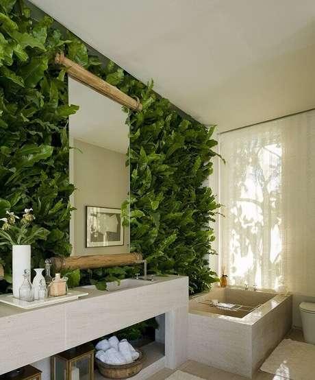 11. Transforme a decoração do seu banheiro incluindo um jardim vertical artificial. Fonte: Pinterest