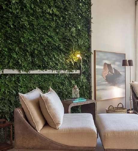 12. Cantinho especial da leitura recebeu uma parede revestida com jardim vertical artificial. Fonte: Vertical Garden