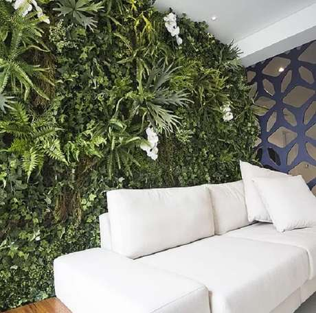 13. Varanda integrada decorada com jardim vertical artificial. Fonte: Vertical Garden