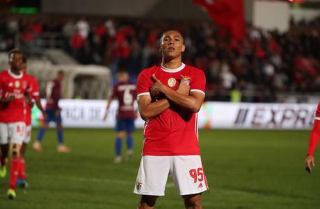 Brasileiro Carlos Vinícius marcou duas vezes na goleada (Foto: Reprodução/Benfica)