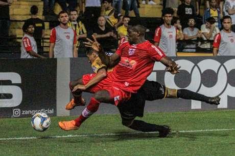 CRB venceu o Criciúma com gol de Léo Ceará (Foto: Lucas Sabino/AGIF)