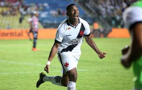 Jogador marcou um belo gol contra o Botafogo (Foto: Carlos Gregório Júnior/CRVG)