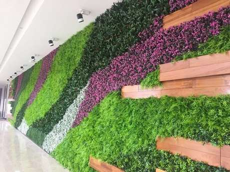 35. Mescle tons e texturas no seu jardim vertical artificial. Fonte: Pinterest