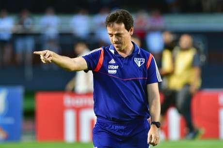 Fernando Diniz indicou que pode haver mexidas no time titular do São Paulo (Foto: Eduardo Carmim/Photo Premium)