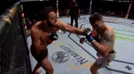 Dominick Reyes nocauteou Chris Weidman e segue vivo por title shot contra Jon Jones (Foto: Reprodução/Combate)