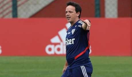 Diniz tem duas vitórias, dois empates e uma derrota à frente do São Paulo (Foto: Rubens Chiri/São Paulo)