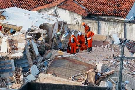 Edifício Andréa desabou na manhã de terça-feira (15/10), na esquina da Rua Tomás Acioli com a Rua Tibúrcio Cavalcante, no bairro Dionísio Torres, em Fortaleza (CE)